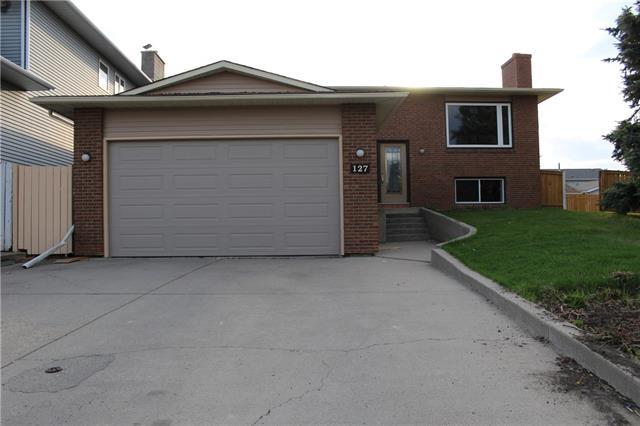 127 Sandstone Place NW, Calgary, AB T3K 2Z5 (#C4183260) :: Redline Real Estate Group Inc