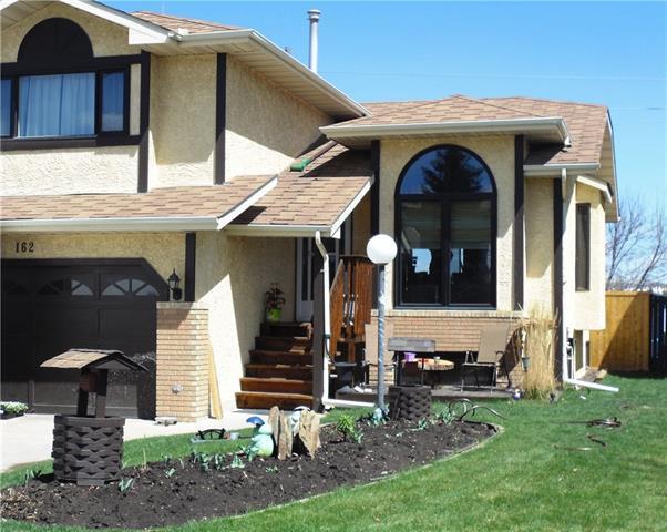 162 Sanderling Rise NW, Calgary, AB T3K 3M7 (#C4183823) :: Redline Real Estate Group Inc