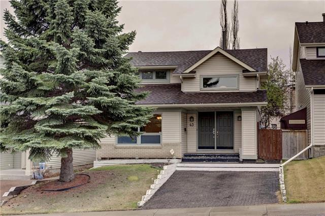 43 Strathearn Crescent SW, Calgary, AB T3H 1R3 (#C4183952) :: Redline Real Estate Group Inc