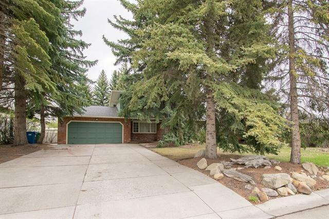 8 Eagle Ridge Place SW, Calgary, AB T2V 2V9 (#C4183967) :: Redline Real Estate Group Inc