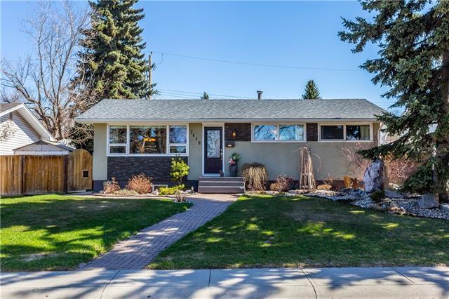 2416 Langriville Drive SW, Calgary, AB T3E 5H8 (#C4183979) :: Redline Real Estate Group Inc