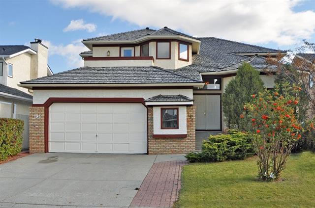 194 Woodbriar Circle SW, Calgary, AB T2W 6A7 (#C4184100) :: The Cliff Stevenson Group