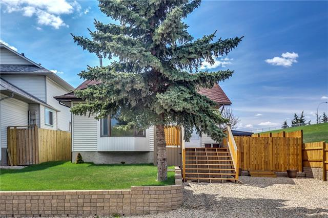 1463 Marlyn Way NE, Calgary, AB T2A 7H1 (#C4184173) :: Redline Real Estate Group Inc