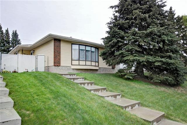 1452 43 Street NE, Calgary, AB T2A 3L6 (#C4184192) :: Redline Real Estate Group Inc