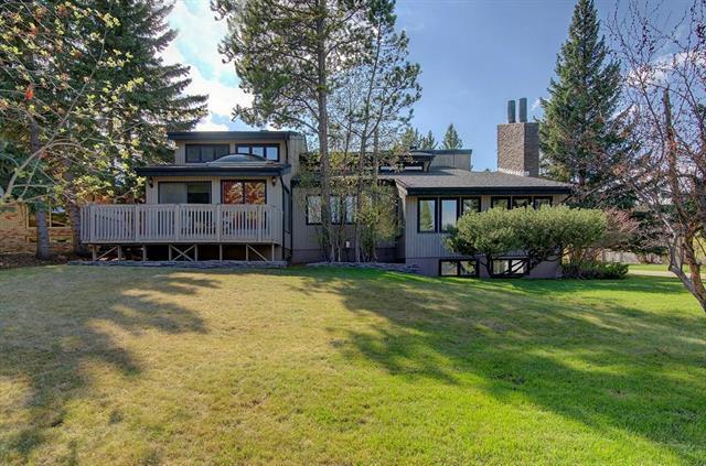2005 Pump Hill Way SW, Calgary, AB T2V 4Y9 (#C4184243) :: Redline Real Estate Group Inc