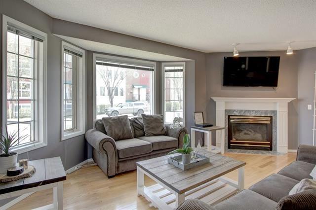 25 Richelieu Court SW, Calgary, AB T3E 7E9 (#C4184562) :: Redline Real Estate Group Inc
