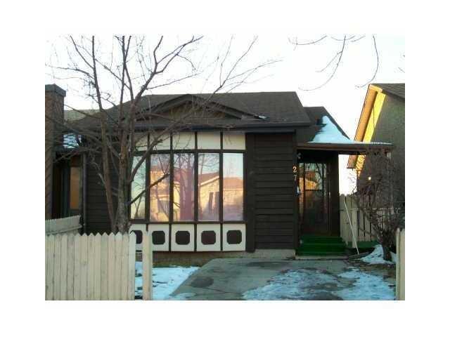 27 Falton Drive NE, Calgary, AB T3J 1K6 (#C4184630) :: Canmore & Banff