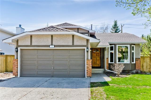 279 Hawkwood Boulevard NW, Calgary, AB T3G 2Y3 (#C4184825) :: The Cliff Stevenson Group