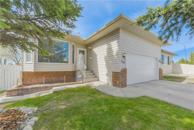 286 Hawkville Close NW, Calgary, AB T3B 3N3 (#C4184962) :: The Cliff Stevenson Group