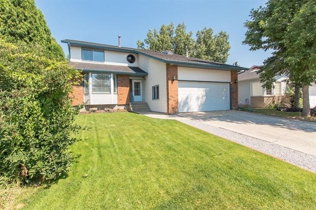 149 Woodbend Way, Okotoks, AB T1S 1L7 (#C4185443) :: The Cliff Stevenson Group