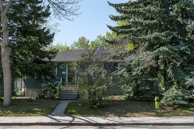 2363 22A Street NW, Calgary, AB T2M 3X6 (#C4185474) :: Redline Real Estate Group Inc