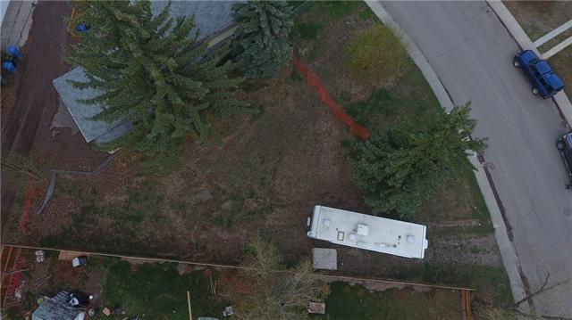 5823 Bowwater Crescent NW, Calgary, AB T3B 2E3 (#C4185480) :: The Cliff Stevenson Group