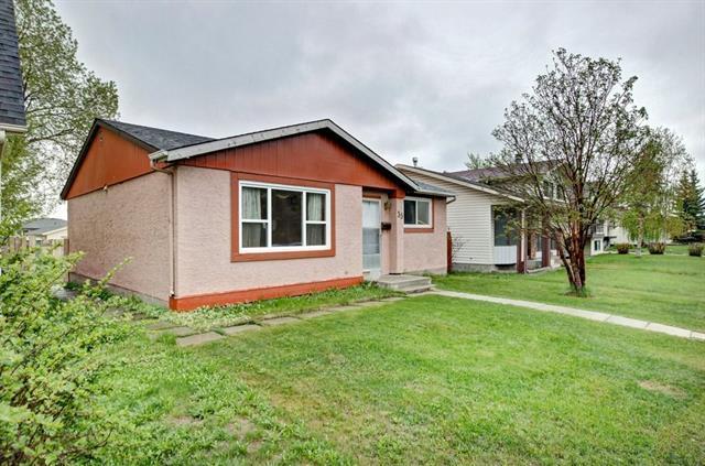 35 Fallswater Crescent NE, Calgary, AB T3J 1B5 (#C4185584) :: Canmore & Banff