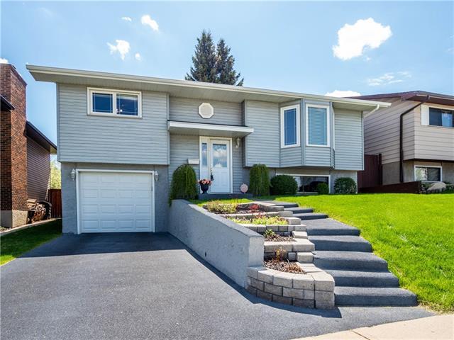 208 Beaconsfield Way NW, Calgary, AB T3K 1X2 (#C4186333) :: Carolina Paredes - RealHomesCalgary.com