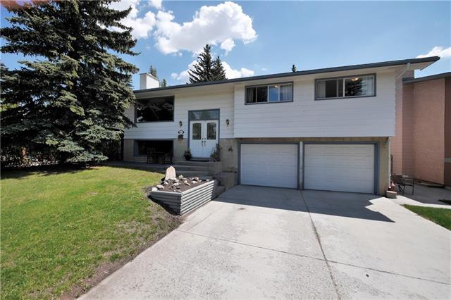 5832 Lodge Crescent SW, Calgary, AB T3E 5Y7 (#C4186412) :: Redline Real Estate Group Inc