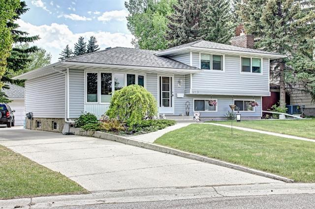 423 Brookmere Crescent SW, Calgary, AB T2W 2R2 (#C4186435) :: Redline Real Estate Group Inc