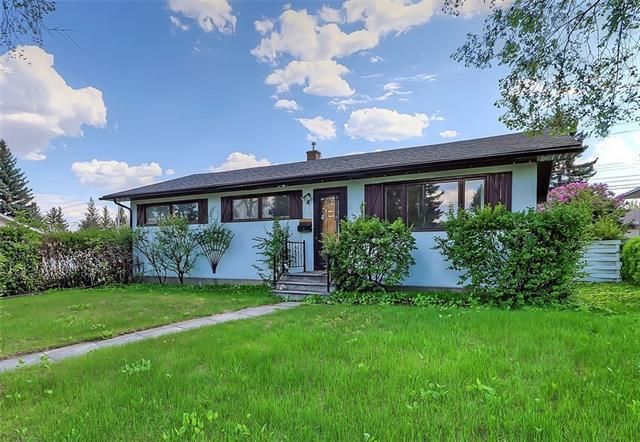 15 Laxton Place SW, Calgary, AB T3E 5E7 (#C4186651) :: Redline Real Estate Group Inc