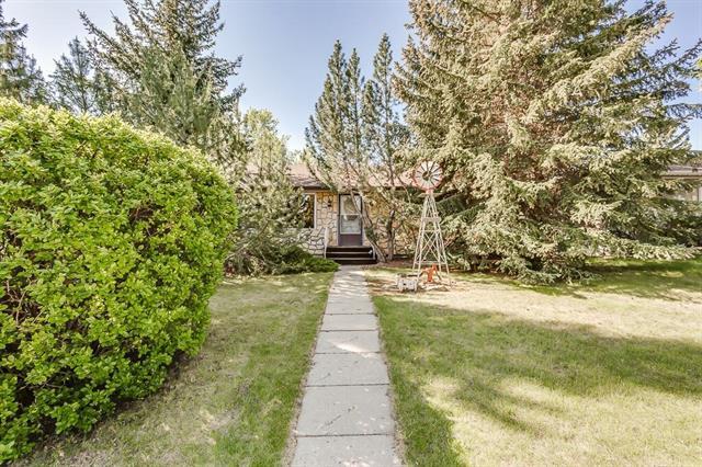 4711 26 Avenue SW, Calgary, AB T3E 0R3 (#C4186709) :: Canmore & Banff