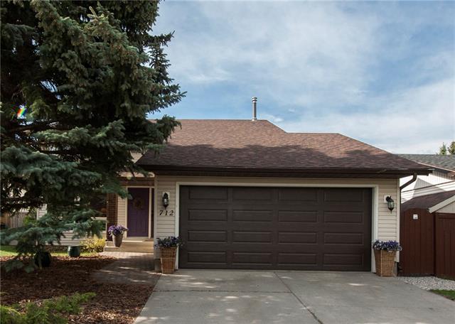 712 Woodpark Boulevard SW, Calgary, AB T2W 3R7 (#C4186828) :: The Cliff Stevenson Group