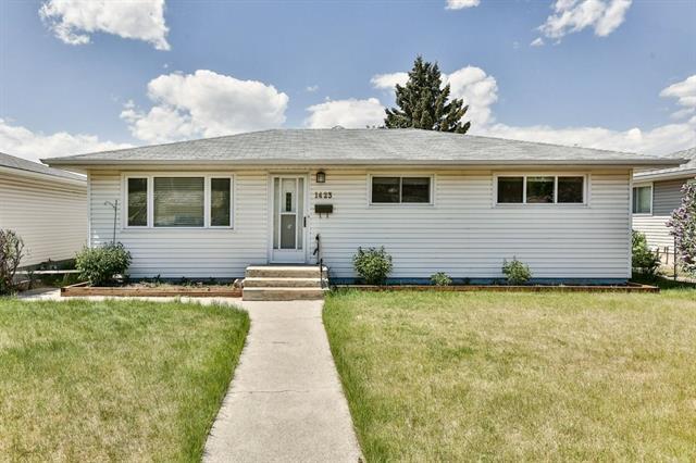 1423 16A Street NE, Calgary, AB T2E 4T6 (#C4186964) :: Canmore & Banff