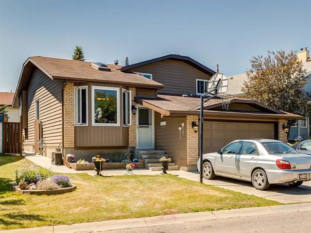 27 Bedwood Crescent NE, Calgary, AB T3K 2R2 (#C4186968) :: Canmore & Banff