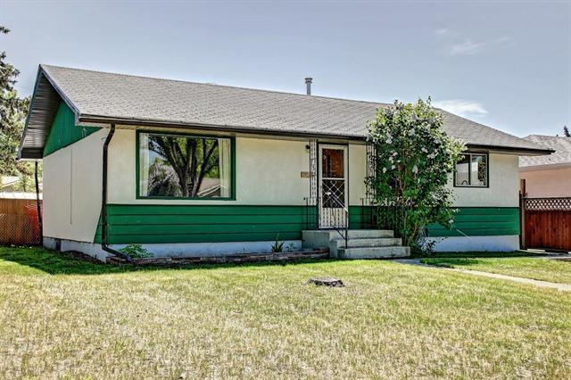 2046 33 Street SE, Calgary, AB T2B 0T9 (#C4187375) :: Redline Real Estate Group Inc