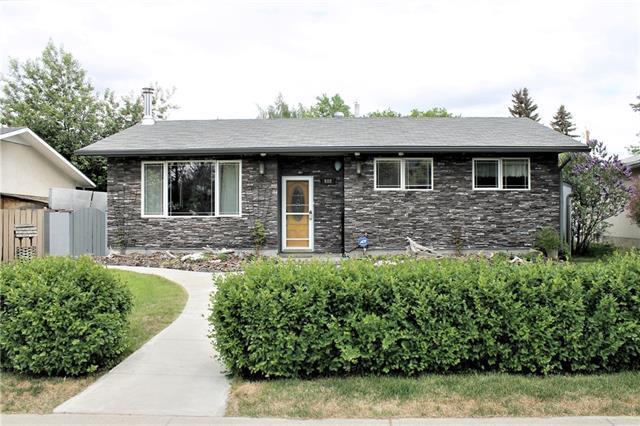 608 Queensland Drive SE, Calgary, AB T2J 4G7 (#C4187546) :: Tonkinson Real Estate Team