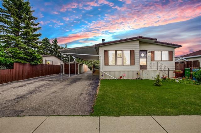 23 Huntstrom Drive NE, Calgary, AB T2K 5T4 (#C4187682) :: Your Calgary Real Estate