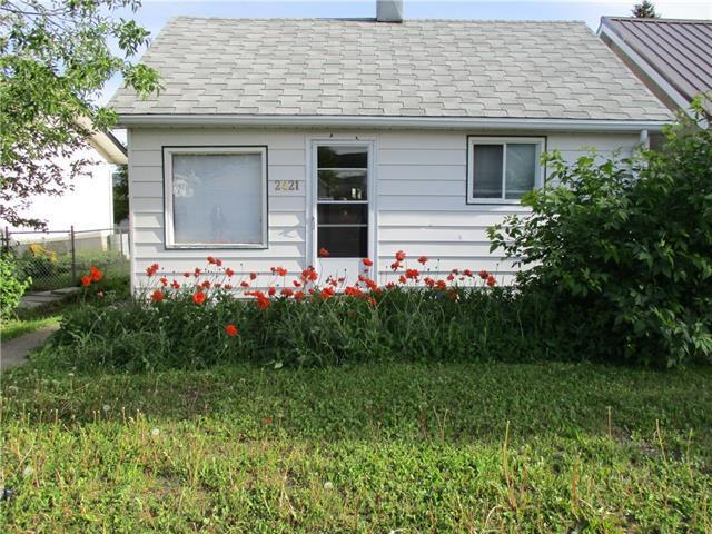 2421 211 Street, Crowsnest Pass, AB T0K 0C0 (#C4188811) :: Carolina Paredes - RealHomesCalgary.com