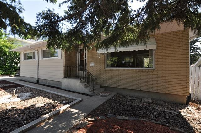 18 Columbia Place NW, Calgary, AB T2L 0R5 (#C4189155) :: The Cliff Stevenson Group
