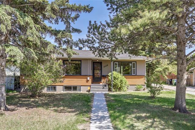 3438 31 Street SW, Calgary, AB  (#C4189905) :: Your Calgary Real Estate