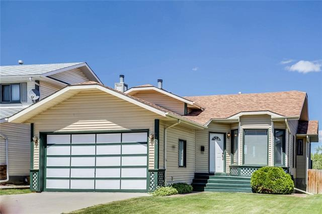 278 Sandstone Drive NW, Calgary, AB T3K 2X7 (#C4190022) :: The Cliff Stevenson Group