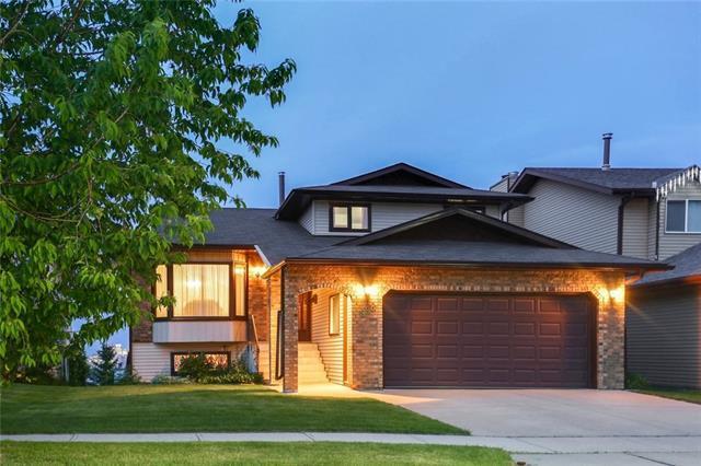 688 Strathcona Drive SW, Calgary, AB T3H 1N1 (#C4190169) :: Redline Real Estate Group Inc