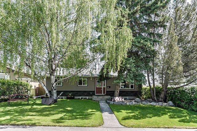 6 Greenwood Crescent SW, Calgary, AB T3E 4X4 (#C4190284) :: The Cliff Stevenson Group