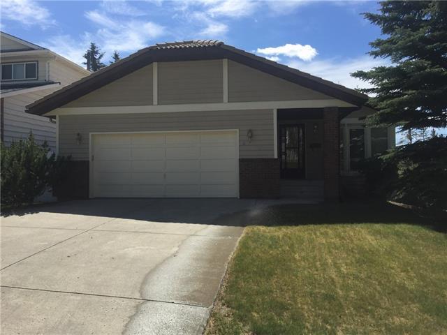 4 Strathbury Circle SW, Calgary, AB T3H 1P7 (#C4190889) :: Redline Real Estate Group Inc