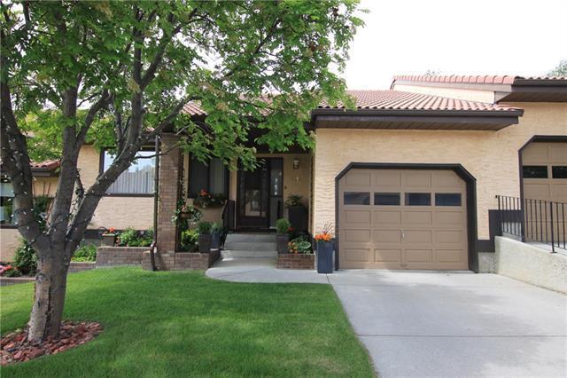 118 Strathcona Road SW #25, Calgary, AB T3H 1P3 (#C4190941) :: Redline Real Estate Group Inc