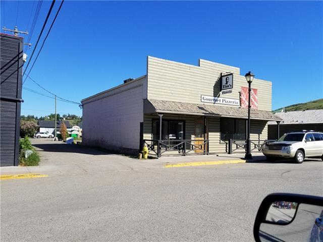 111 Second Avenue W, Cochrane, AB T4C 2E7 (#C4191621) :: Redline Real Estate Group Inc