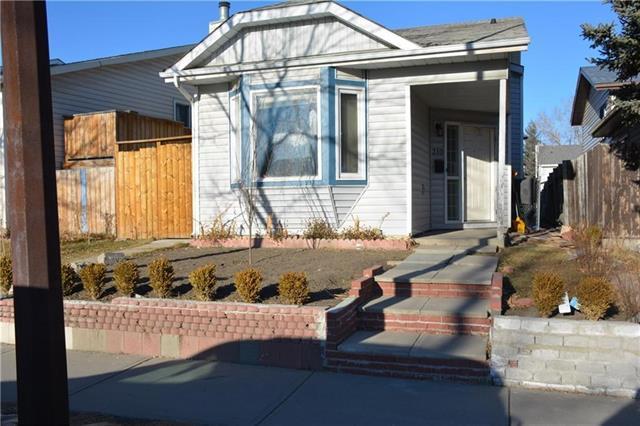 310 Castleridge Drive NE, Calgary, AB T3J 3C4 (#C4191931) :: The Cliff Stevenson Group