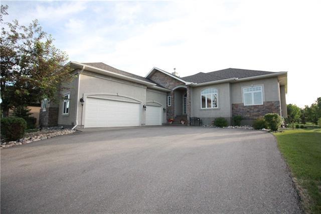 11 Lynx Meadows Drive NW, Calgary, AB T3L 2M1 (#C4192275) :: Calgary Homefinders