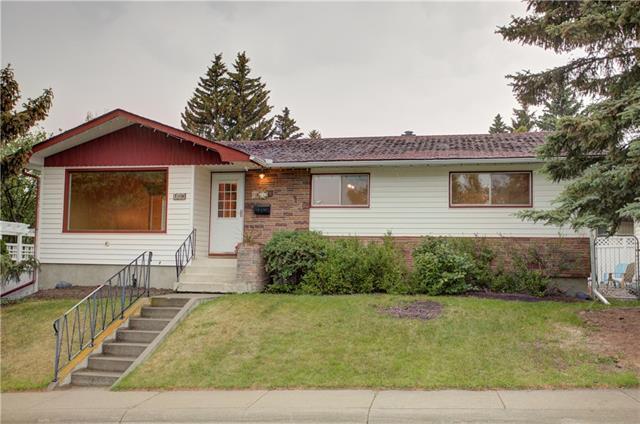 176 Capilano Crescent NW, Calgary, AB T2L 0Z9 (#C4192508) :: Carolina Paredes - RealHomesCalgary.com
