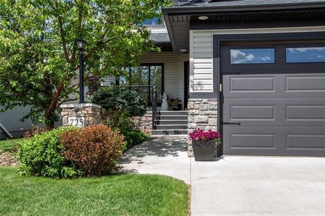 725 Cimarron Close, Okotoks, AB T1S 1X4 (#C4192906) :: The Cliff Stevenson Group