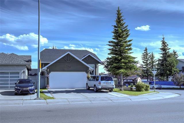 143 Applewood Drive SE, Calgary, AB T2A 7P8 (#C4193231) :: Calgary Homefinders
