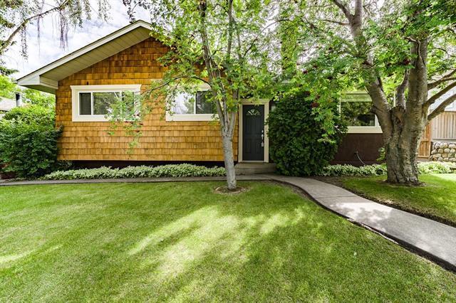 4411 Charleswood Drive NW, Calgary, AB T2L 2E3 (#C4193480) :: Carolina Paredes - RealHomesCalgary.com