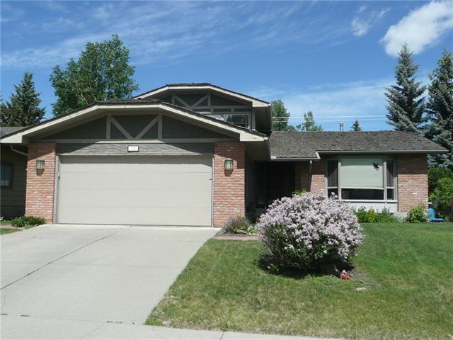 351 Parkwood Close SE, Calgary, AB T2J 3V9 (#C4193738) :: Tonkinson Real Estate Team