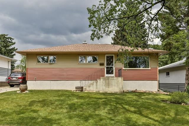 820 40 Avenue NW, Calgary, AB T2K 0E7 (#C4193872) :: Your Calgary Real Estate