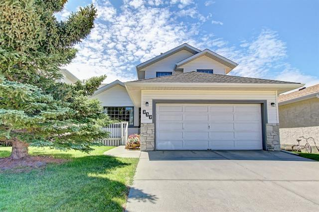 232 Hawkmount Close NW, Calgary, AB T3G 3Z4 (#C4194144) :: Calgary Homefinders