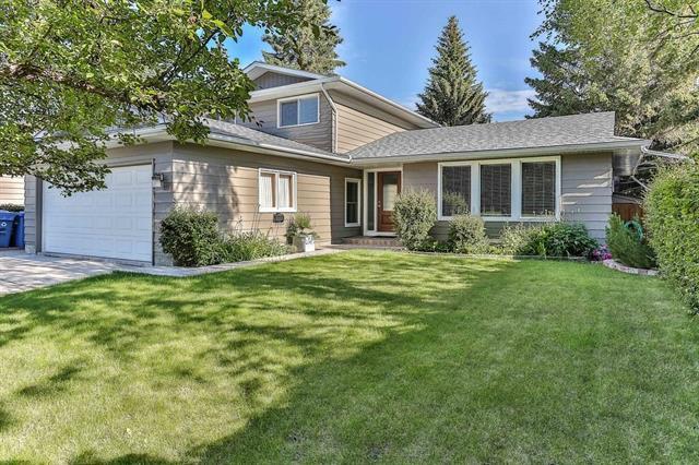 112 Oakhampton Place SW, Calgary, AB T2V 4B2 (#C4194242) :: Calgary Homefinders