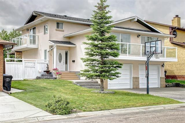 83 Castlefall Road NE, Calgary, AB T3J 1M8 (#C4194335) :: Tonkinson Real Estate Team
