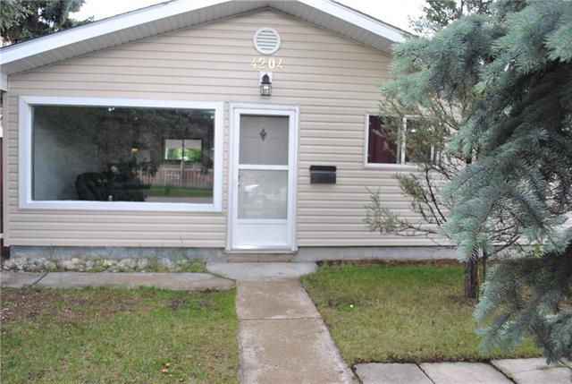 4204 Bowness Road NW, Calgary, AB T3B 0A3 (#C4194406) :: Carolina Paredes - RealHomesCalgary.com