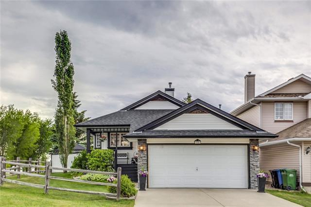 95 Rocky Ridge Drive NW, Calgary, AB T3G 4E6 (#C4194437) :: Tonkinson Real Estate Team